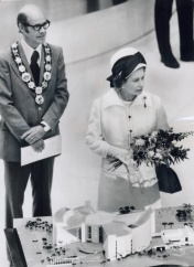 The Queen at 1973 opening