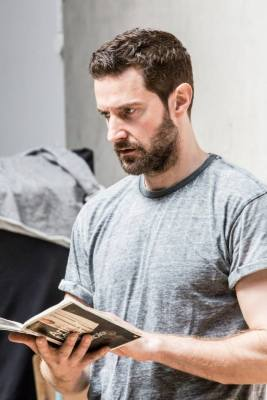 Richard Armitage Reading